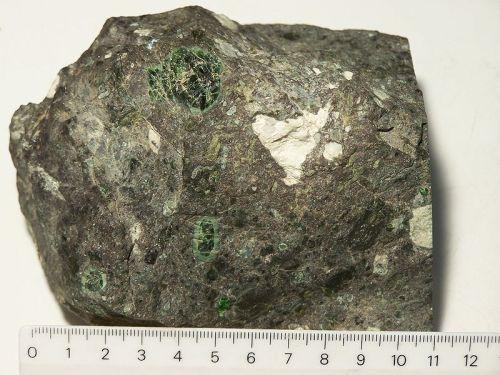 berlian di dalam batu