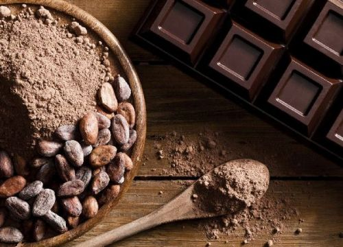 Chocolate bar ground cocoa and cocoa beans